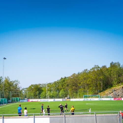 Fotballbane i området